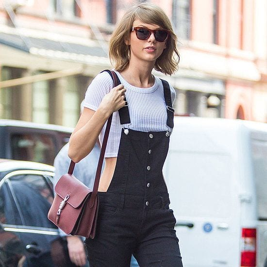 Taylor-Swift-Wearing-Jeans Women's Outfits for Airport-15 Ways to Travel Like Celebrity