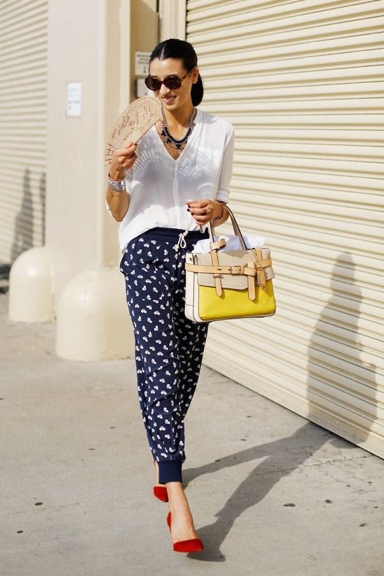 dark-blue-printed-pants Printed Pants Outfits-17 Ideas On How To Wear Printed Pants