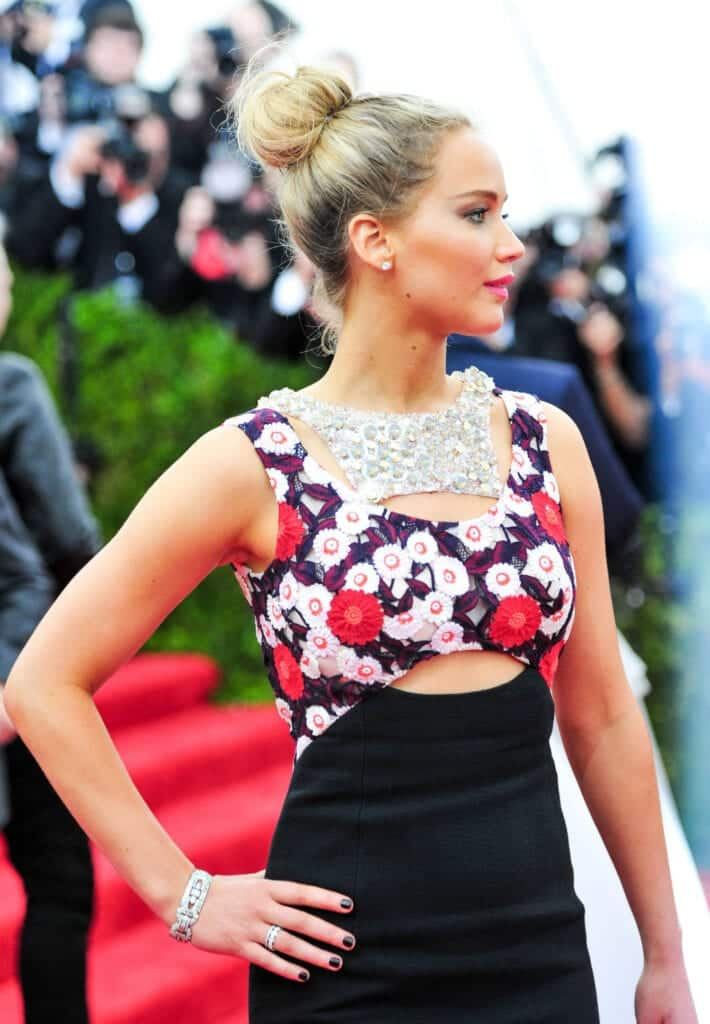 jennifer-lawrence-met-gala-bun-main