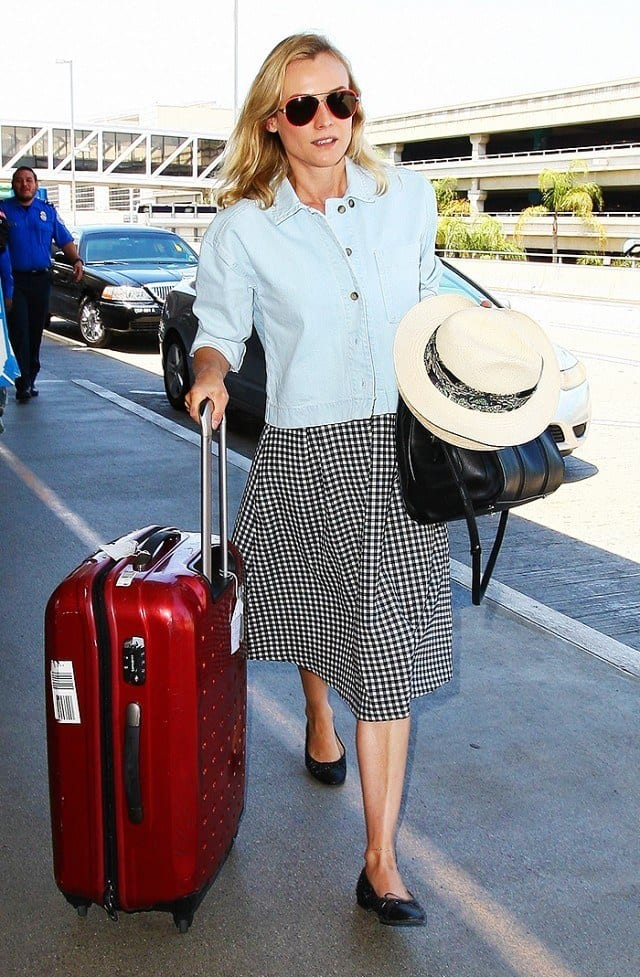 travel-Outfit-10 Women's Outfits for Airport-15 Ways to Travel Like Celebrity