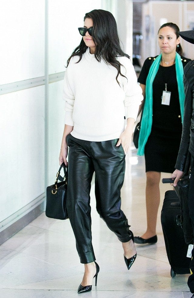 travel-Outfit-11 Women's Outfits for Airport-15 Ways to Travel Like Celebrity