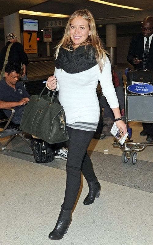 travel-Outfit-4 Women's Outfits for Airport-15 Ways to Travel Like Celebrity
