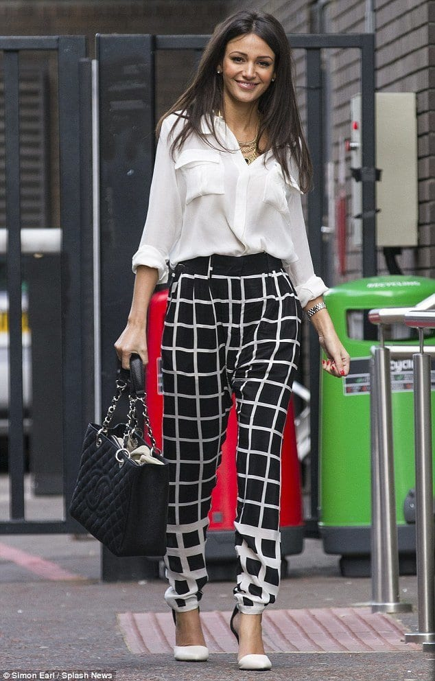 window-check-printed-pants Printed Pants Outfits-17 Ideas On How To Wear Printed Pants