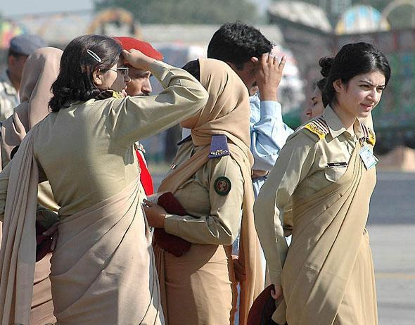 Female-in-Pak-army-28 Top 20 Countries With Most Attractive Female Soldiers In World