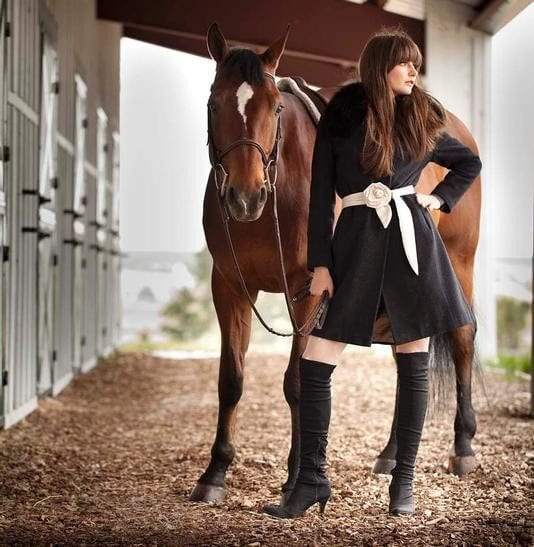 horses-3 18 Trendy Equestrian Inspired Outfit Ideas for Women