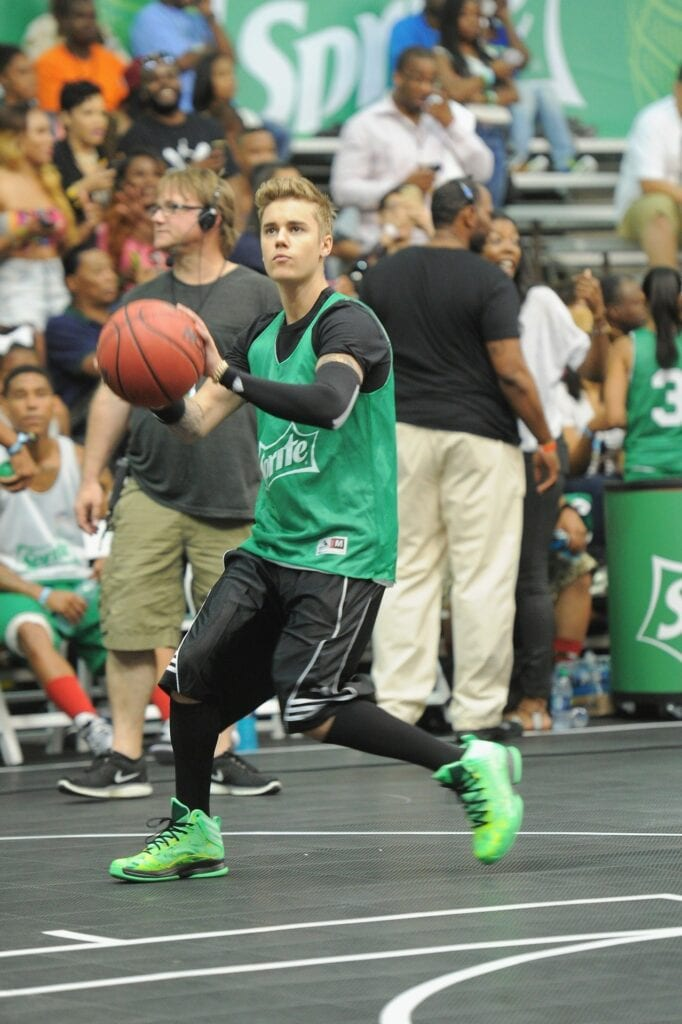 justin-beiber-6-682x1024 17 Justin Bieber Swag Outfits to Copy for Swag Look