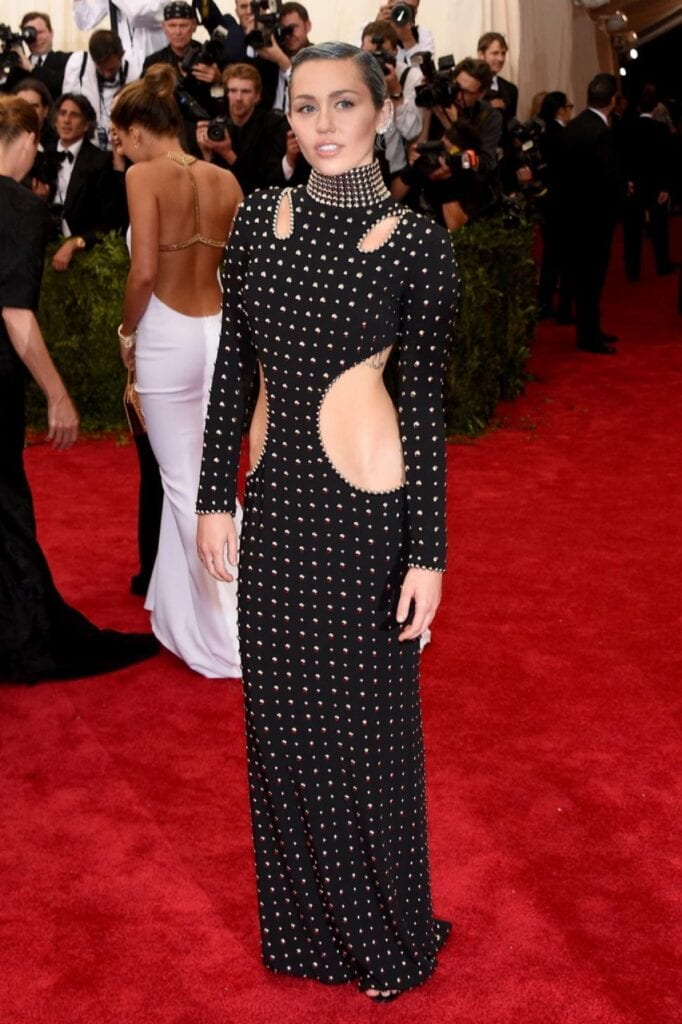 miley-cyrus-met-gala-682x1024 How to Dress Punk? 25 Cute Punk Rock Outfit Ideas