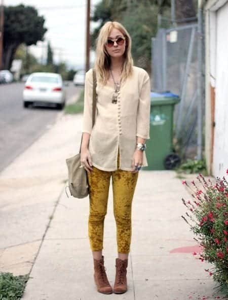 Outfits with Velvet Leggings (4)