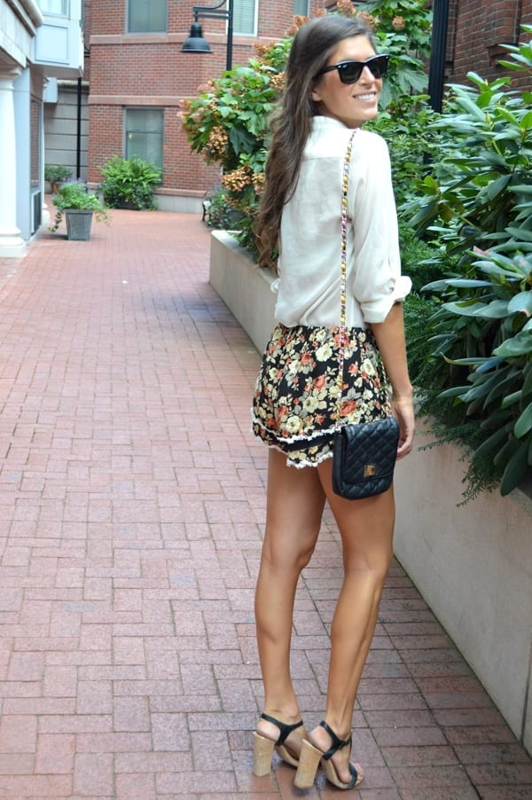 FLORAL-16-1 Outfits with Floral Shorts - 40 Ways to Style Floral Shorts