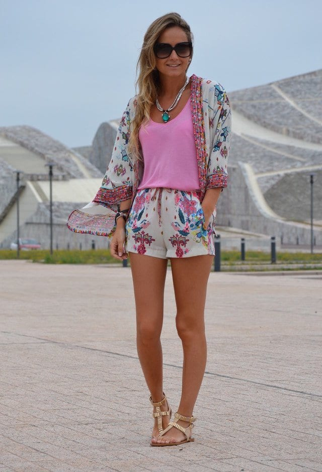 FLORAL-17 Outfits with Floral Shorts - 40 Ways to Style Floral Shorts
