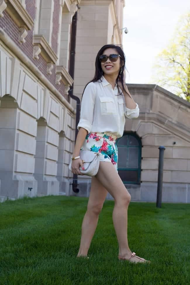 FLORAL-20 Outfits with Floral Shorts - 40 Ways to Style Floral Shorts