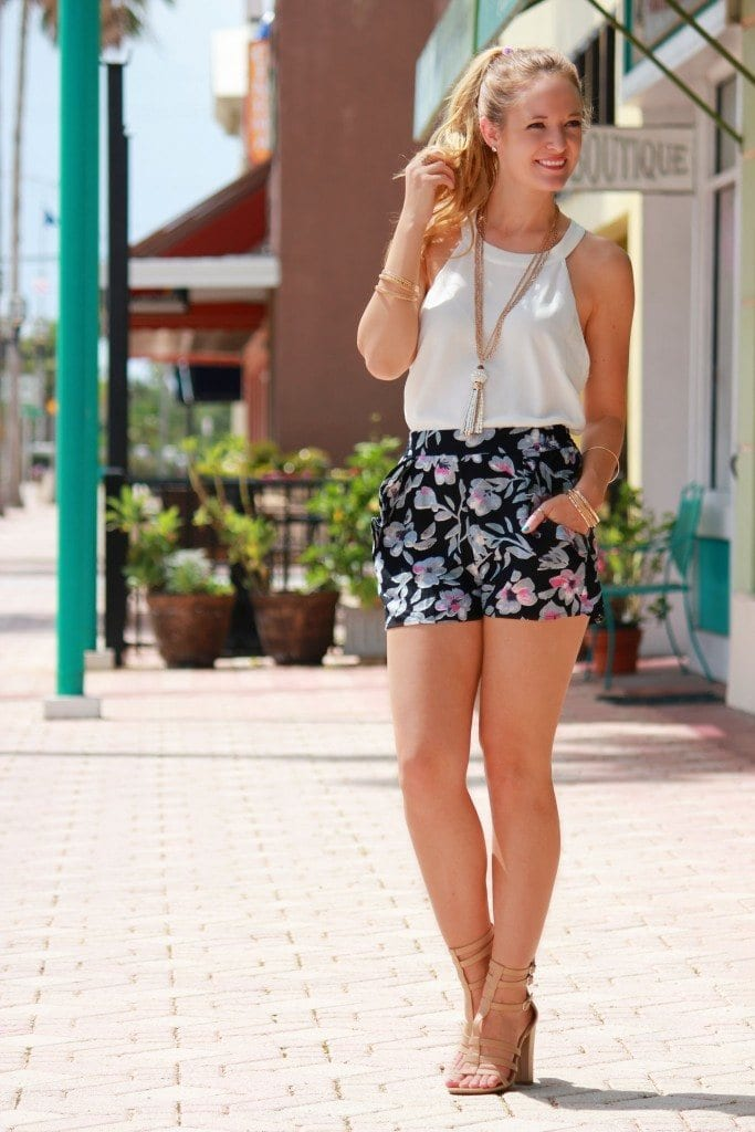 FLORAL-24-683x1024 Outfits with Floral Shorts - 40 Ways to Style Floral Shorts