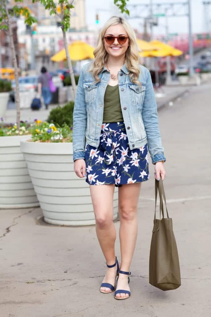 FLORAL-27-683x1024 Outfits with Floral Shorts - 40 Ways to Style Floral Shorts