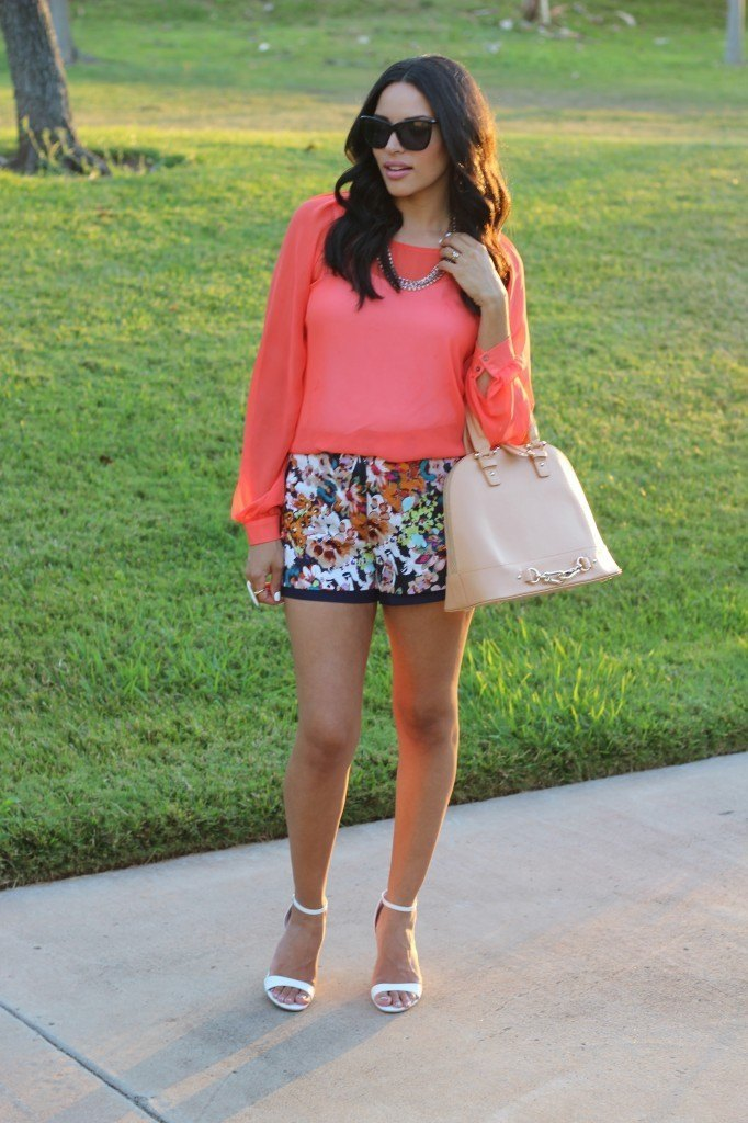 FLORAL-31-682x1024 Outfits with Floral Shorts - 40 Ways to Style Floral Shorts