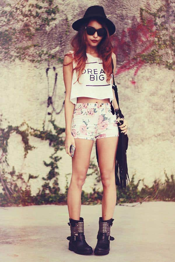 FLORAL-7-1 Outfits with Floral Shorts - 40 Ways to Style Floral Shorts