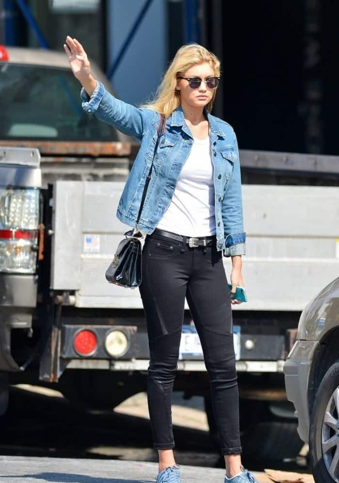 Gigi-Hadid-Denim-Jacket-Model-Style-Black-Jeans-White-Tee Outfits with Black Jeans-23 Ways to Style Black Denim Pants