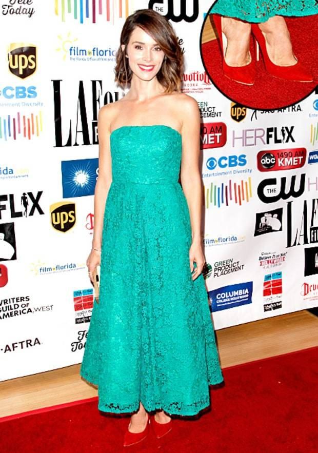 abigail-spencer-inline What to Wear to the Theatre - 20 Best Outfit Ideas for Women