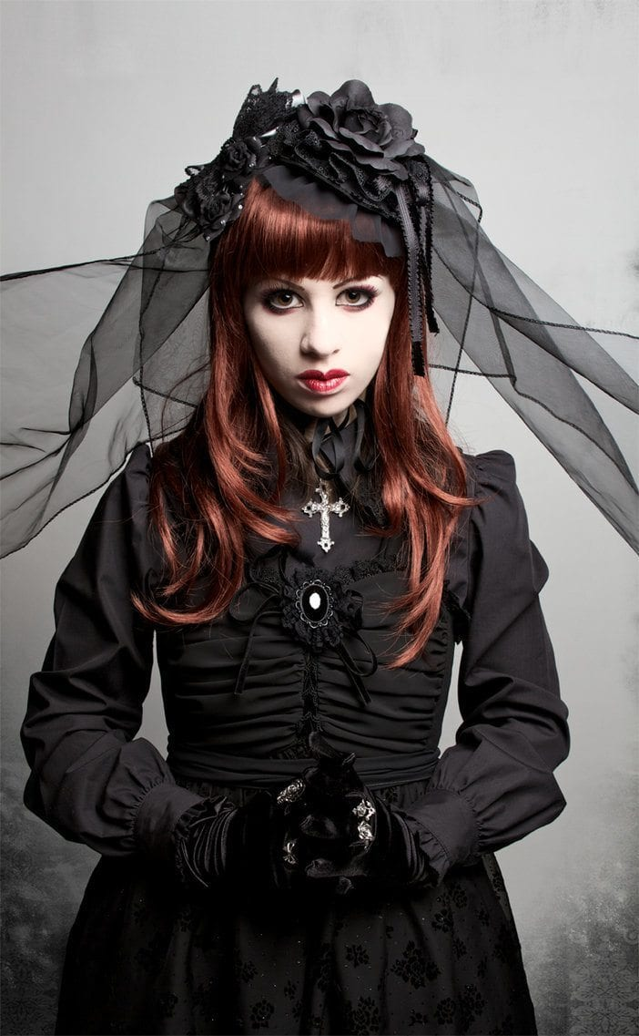 Gothic Hairstyles-20 Best Hairstyles for Gothic Look for Girls Gothic Vampire