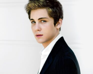logan lerman hot pictures