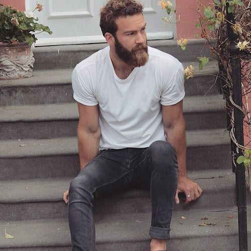 smiepeters_curly-hair-and-groomed-beard Hairstyles with Beards - 20 Best Haircuts that Go with Beard