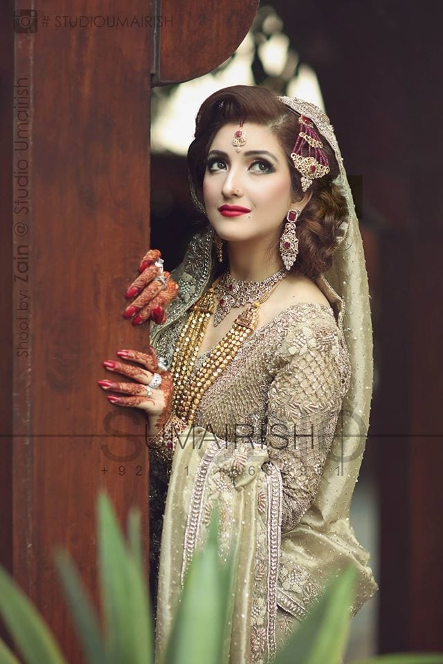 12916829_1164849623527670_3026665415557066394_o 20 Pakistani Wedding Hairstyles for a Perfect Looking Bride