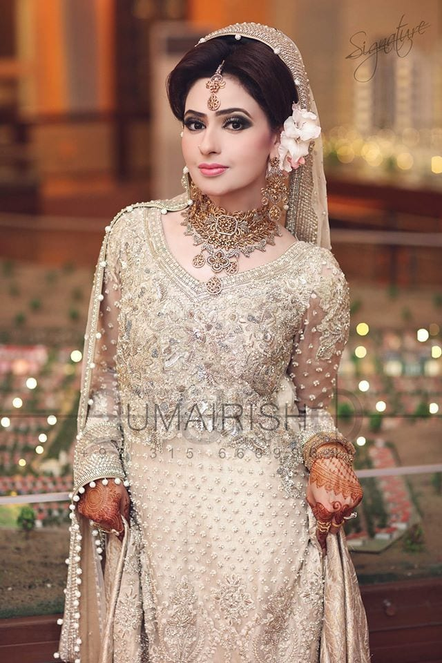 12983449_1171874999491799_3542393512603255292_o 20 Pakistani Wedding Hairstyles for a Perfect Looking Bride