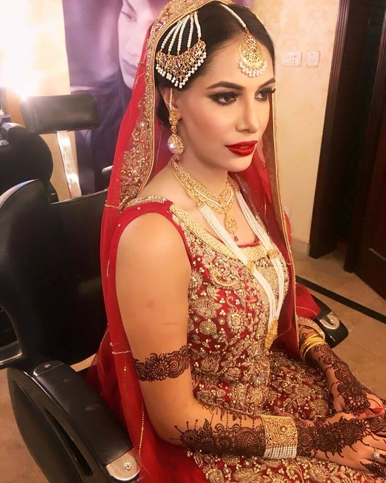 13118918_1231805080165267_4660299145635232486_n 20 Pakistani Wedding Hairstyles for a Perfect Looking Bride