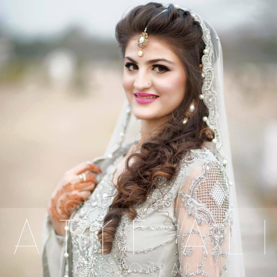 13394041_1257679867577788_7276005693445425807_n 20 Pakistani Wedding Hairstyles for a Perfect Looking Bride