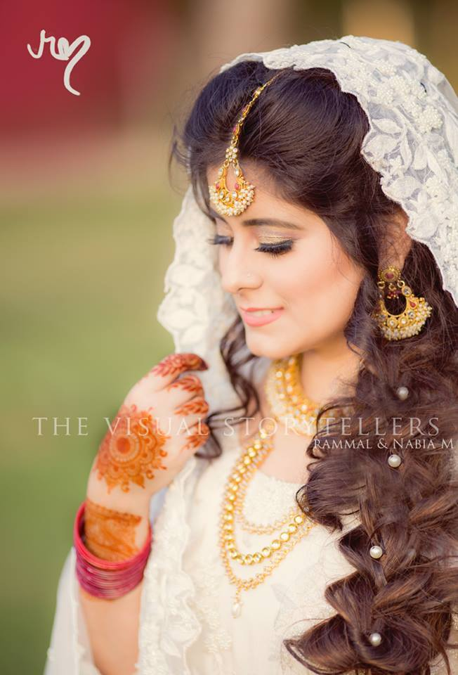13466025_10153897335189215_4904446125426435895_n 20 Pakistani Wedding Hairstyles for a Perfect Looking Bride