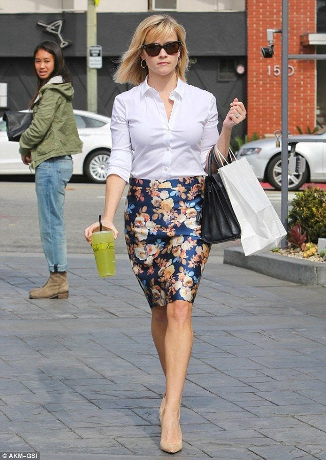 Impressive-collection-of-silk-floral-skirt-ideas-for-trendy-women-17 20 Ideas How to Style Floral Skirts This Spring/Summer
