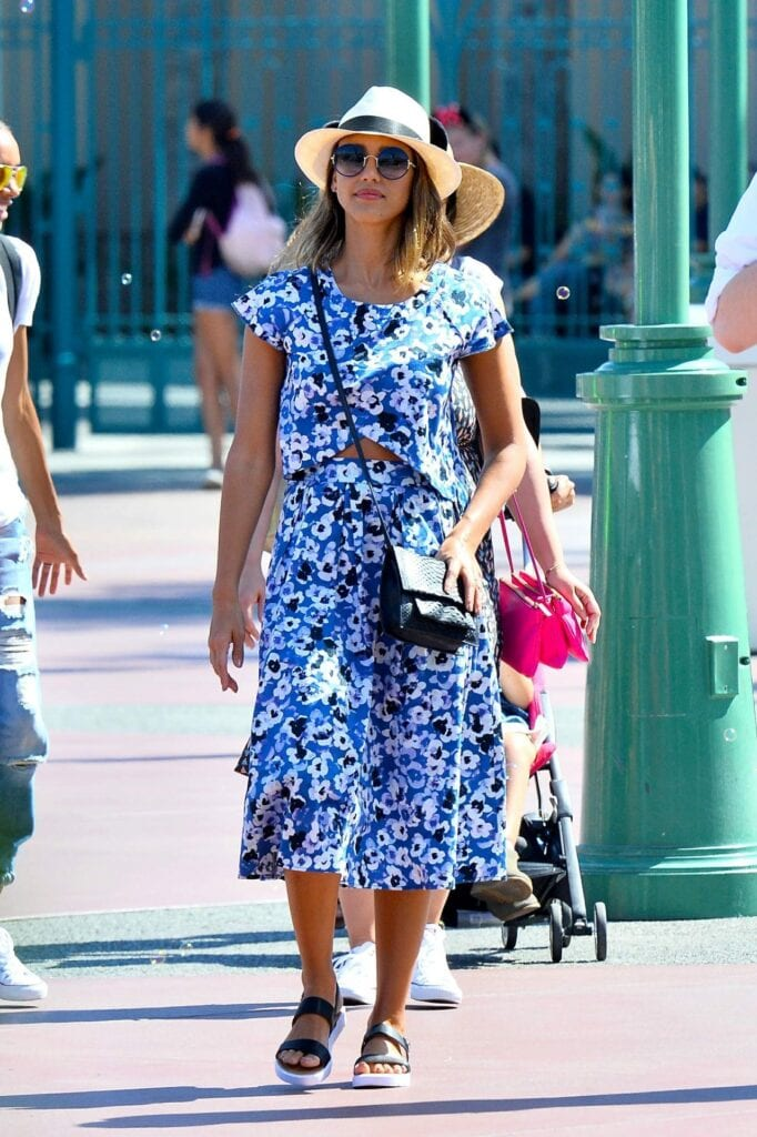 floral-682x1024 20 Cute Outfits To Wear At Disney World For Memorable Trip