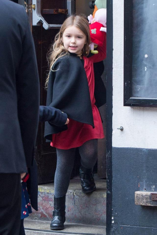harper-beckham-christmas-outfit Harper Beckham Pics-100 Best Pictures and Videos of Harper Beckham