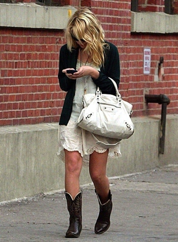 cowboy-boots-outfits5 Outfits with Cowboy Boots -19 Ways to Wear Cowboy Shoes