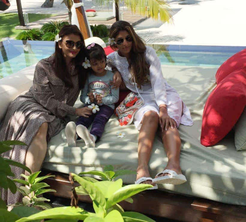 aishwarya-rai-family-beach-2 Bollywood Celebrities Beach Outfits-25 Indian Actress Beachwear