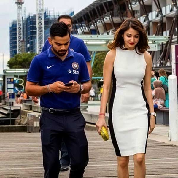 anushka-sharma-beach-outfit Bollywood Celebrities Beach Outfits-25 Indian Actress Beachwear