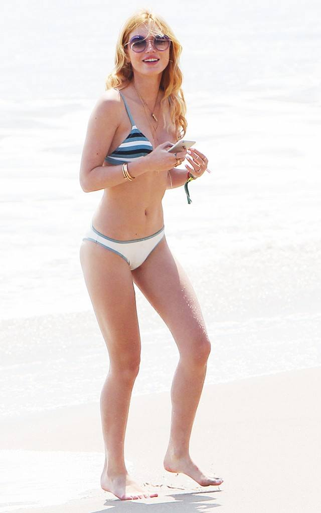 beach-outfits-bella-thorne