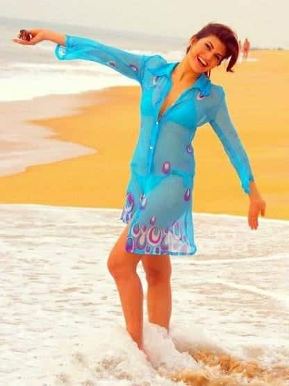 jacqueline-fernandez-beach-2 Bollywood Celebrities Beach Outfits-25 Indian Actress Beachwear
