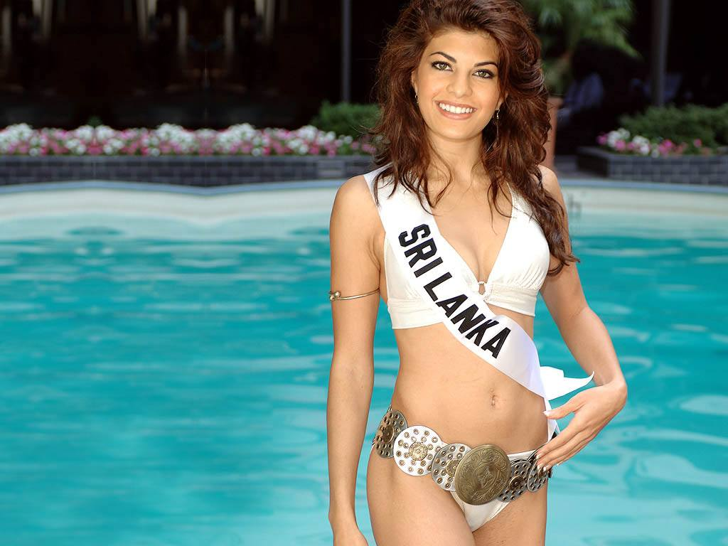 jacqueline-fernandez-beach Bollywood Celebrities Beach Outfits-25 Indian Actress Beachwear
