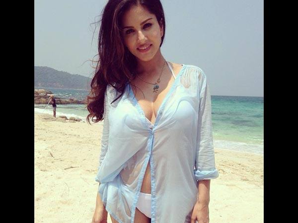sunny-leone-beach Bollywood Celebrities Beach Outfits-25 Indian Actress Beachwear