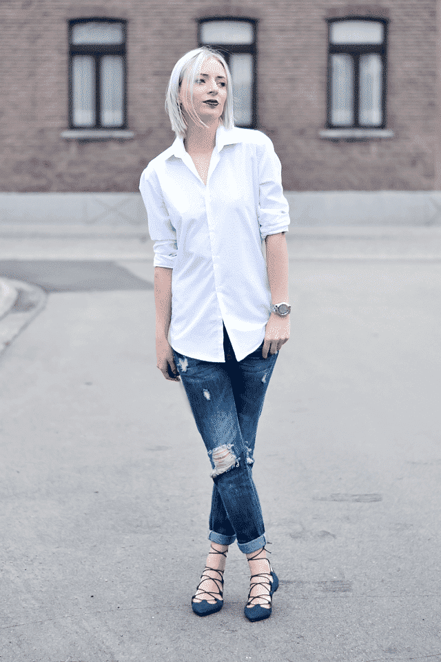 5-White-shirt-blue-jeans Outfits with Lace-up Shoes - 18 Ways to Wear Lace-up Shoes