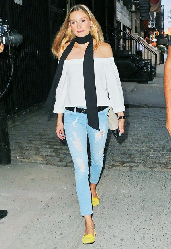 olivia-palermo-cool-yellow-pumps Shoes With Skinny Jeans Women-18 Perfect Outfit Combinations
