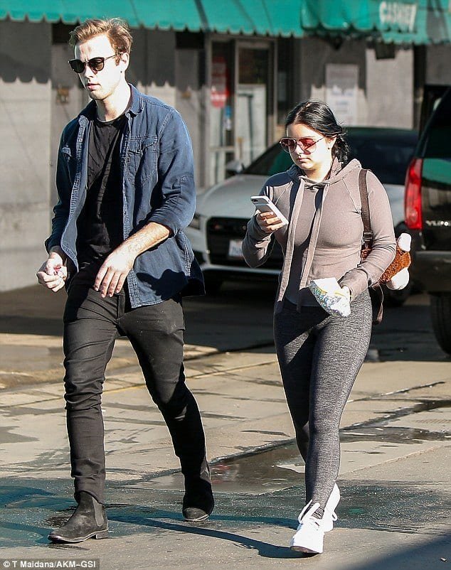 plus-size-celebrity-ariel-winter-casual-outfit Casual Outfits for Women - 23 Cute Dresses for Casual Look