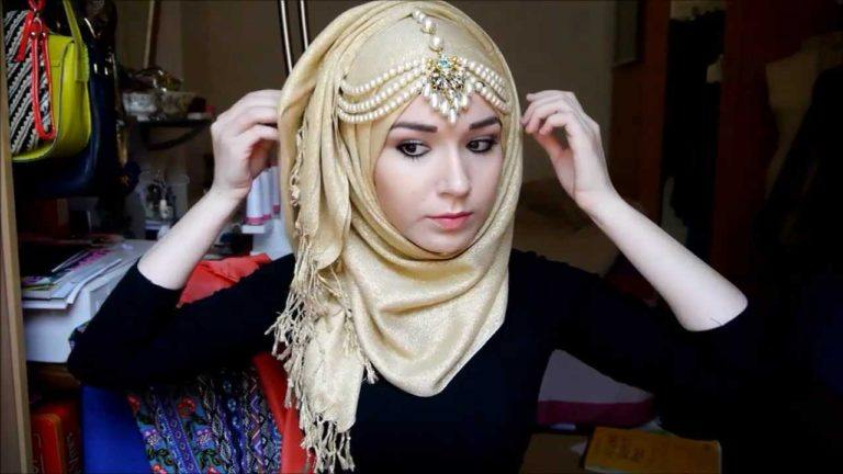 2beautiful-pearl-head-chain-768x432 Maang Tikka With Hijab – 17 Ways To Wear Hijab With Maatha Patti