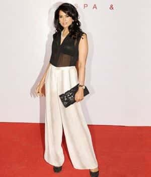 indian bollywood actresses wearing palazzo pants