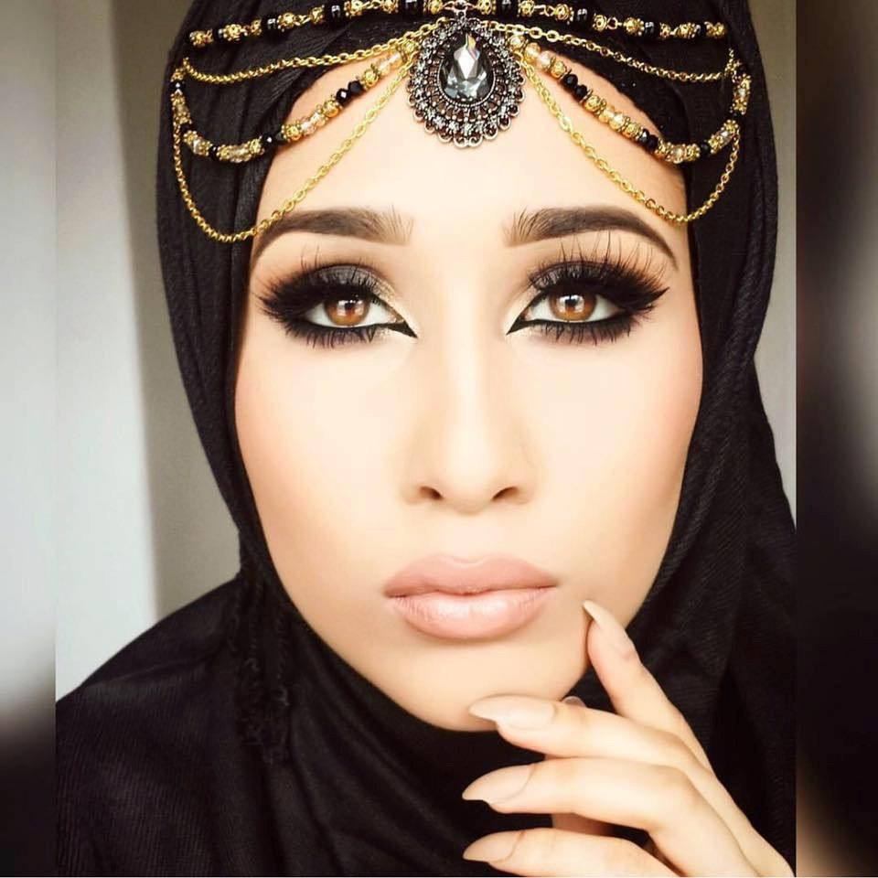 black Maang Tikka With Hijab – 17 Ways To Wear Hijab With Maatha Patti