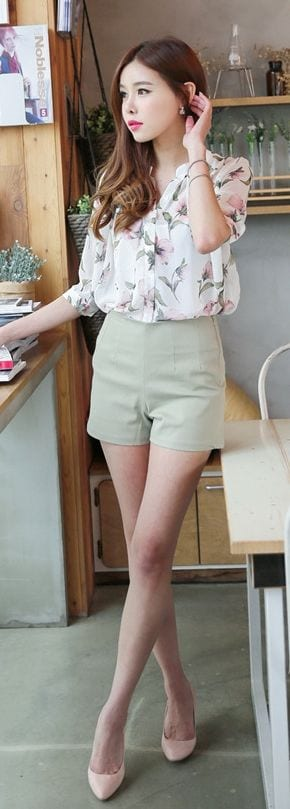 feminine-top-with-shorts Casual Outfits for Teen girls-19 Cute Dresses for Casual Look