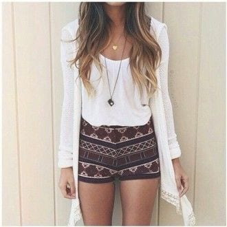 printed-shorts-with-white-top Casual Outfits for Teen girls-19 Cute Dresses for Casual Look