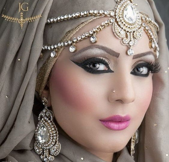 tikka-wrap Maang Tikka With Hijab – 17 Ways To Wear Hijab With Maatha Patti