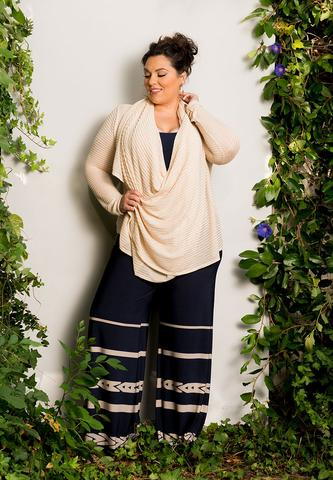date-day-look Palazzo Pants for Plus Size–24 Palazzo Outfit Ideas for Curvy Girls