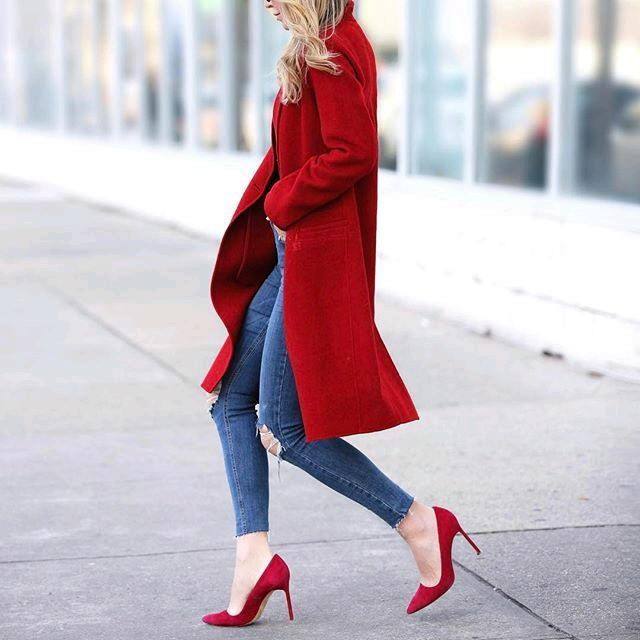 duster-coat-with-red-heels Women's Outfits with Red Shoes- 30 Outfits to Wear with Red Shoes